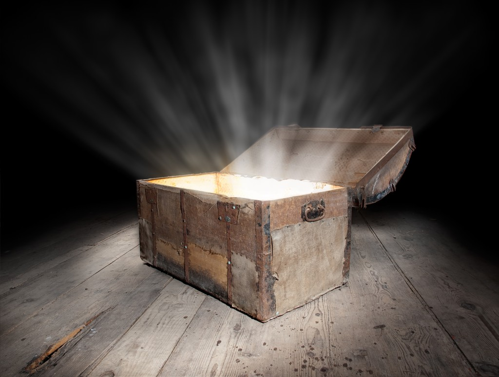 Lift the Lid : Treasure Chest : Radiant Light dreamstime_l_24629987